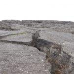 Felsspalten im Lava-Gestein
