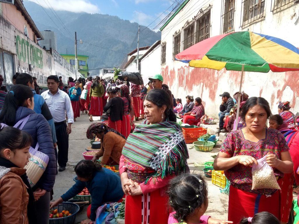 Guatemala ist bunt und lebendig - hier auf dem Markt in Nebaj