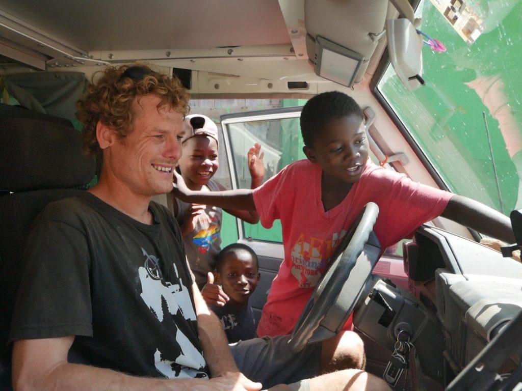21_die Kids sind neugierig - Punta Piedra. Garifuna Kultur an der Küste von Honduras