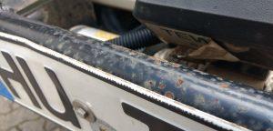 Rost an beiden Stoßstangen - der Rostschutz ist längst überfällig