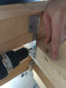 Holzböcke aus Konstruktionsholz und Verbinderblechen