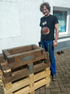 Holzblock Nummer 1 ist fertig - Hebebühne selbst gebaut