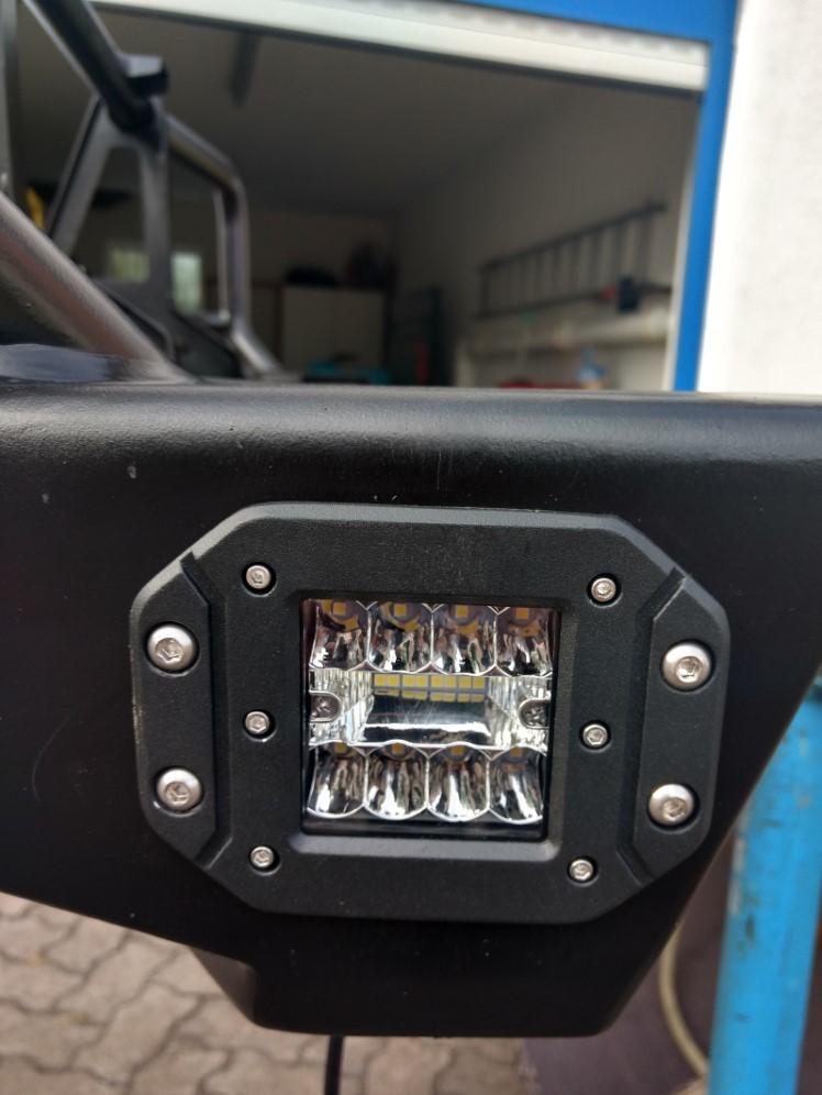 Integrierte LED Seitenscheinwerfer in ARB Stoßstange für Land Cruiser HZJ78