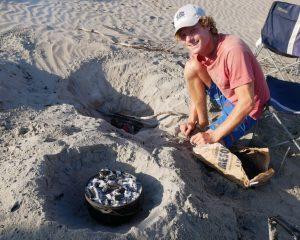 Ober- und Unterhitze müssen beim Backen im Dutch Oven Deep gut dosiert werden - der Grillmeister hat alles im Griff