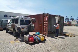 Kontrolle im Hafen von Cartagena; bevor es los geht muss das Auto wieder raus und alles ausgeladen werden